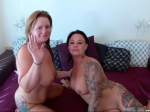 Hot Lesbian MILFS